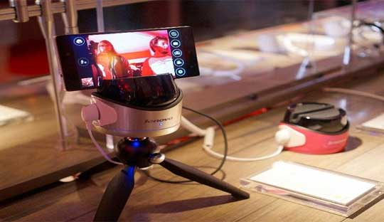 Lenovo-Vibe-Fiebot-Robot-to-take-a-selfie-at-CES-2015