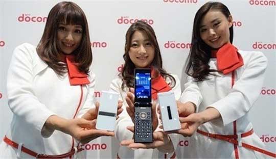 Sharp-Aquos-SH-06G-Flip-Phone